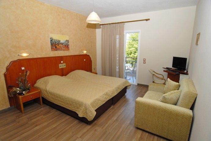 Hotel garden 3 litoral garden 3 thassos grecia for Canapea extensibila nina 5
